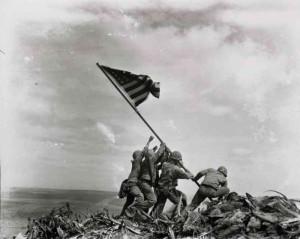 Joe Rosenthal (1945) : Raising the Flag on Iwo Jima